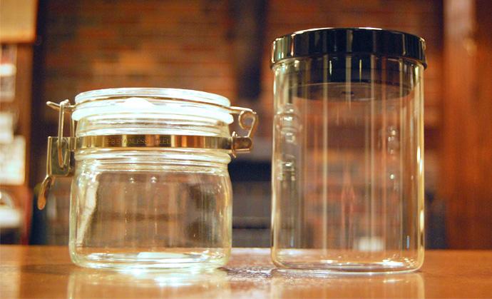 ガラス製のコーヒー豆保存容器