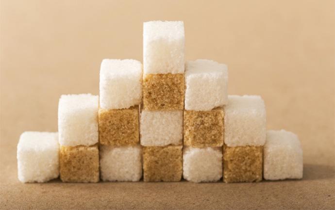 白い砂糖と茶色い砂糖